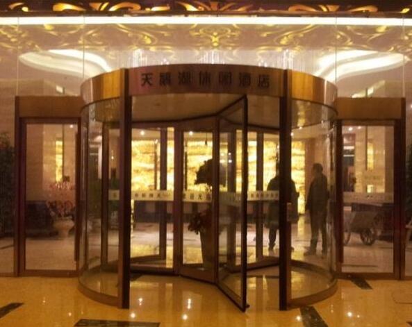 天鹅湖休闲酒店旋转门